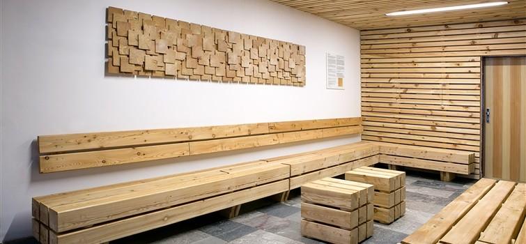 Dřevěná čekárna je čistší než klasická